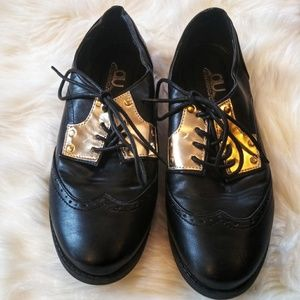 Air Underground women's Oxford wing-tip shoes